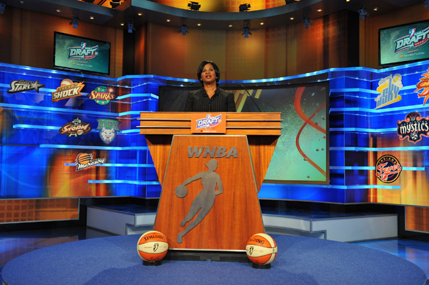 renee_brown_at_podium_120416_625